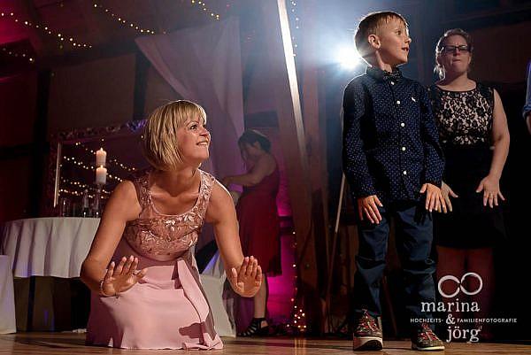 Marina & Jörg, Hochzeitsfotografen Laubach - coole Hochzeitsfotos bei der Party