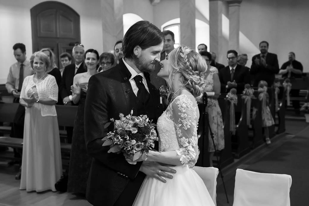 Ihr wünscht euch authentische und berührende Hochzeitsfotos für eure Hochzeit in Marburg? Marina & Jörg, Hochzeitsfotografie Marburg!