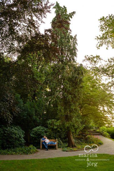Eure Fotografen für Marburg - moderne Paarfotos im Marburger Schloßpark