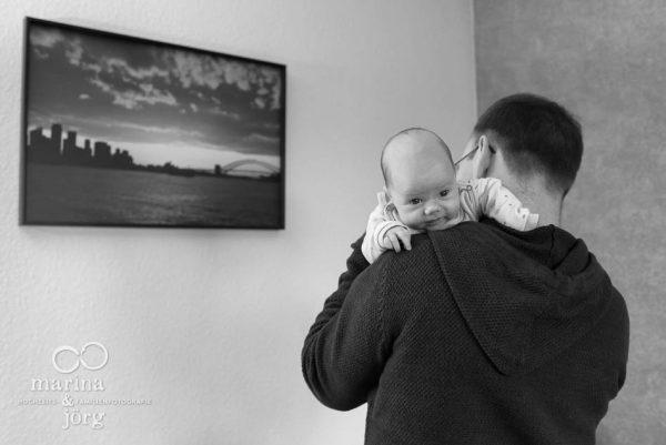 natürliche Babyfotografie in Gießen: ungestellte Babyfotos halten Erinnerungen an diese einzigartige Zeit fest