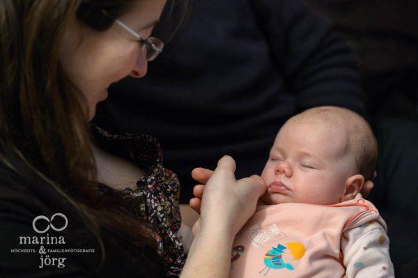 Neugeborenenfotos und Babyfotos - natürlich, ungestellt, echt. Babyfotografen Gießen