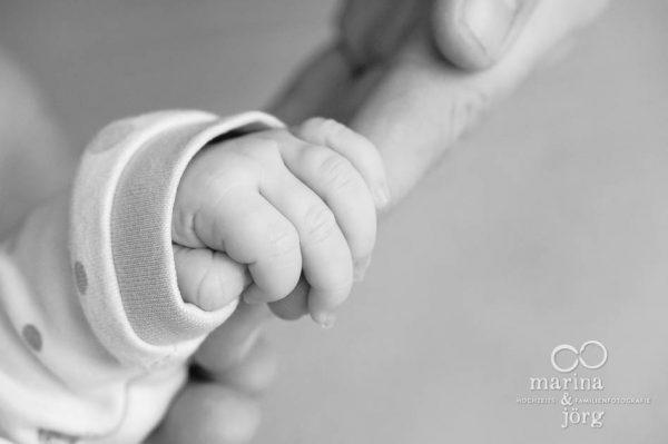 Neugeborenenfotograf Gießen: natürliche Babyfotos - ungestellt, echt, einzigartig
