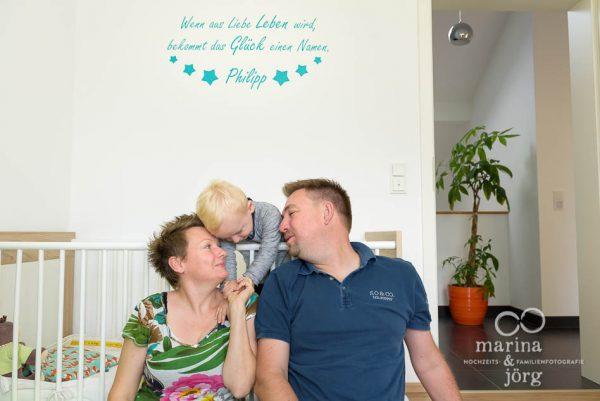 natürliche Familienfotos machen wir am liebsten bei den Familien zu Hause - Familienfotografie Gießen