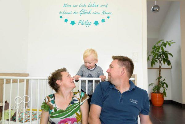 natürliche Familienfotos machen wir am liebsten bei den Familien zu Hause - Familienfotografie Marburg