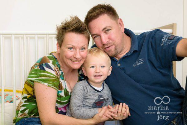 Familienfotografen Gießen: Familienfotos einfach zu Hause machen lassen