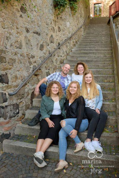 natürliches Familienbild bei Gießen - Marina & Jörg, Familienfotografie