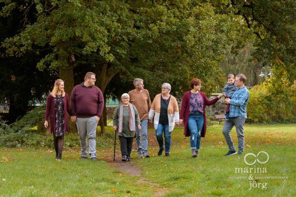 natürliches Familienbild bei Marburg - Marina & Jörg, Familienfotografie