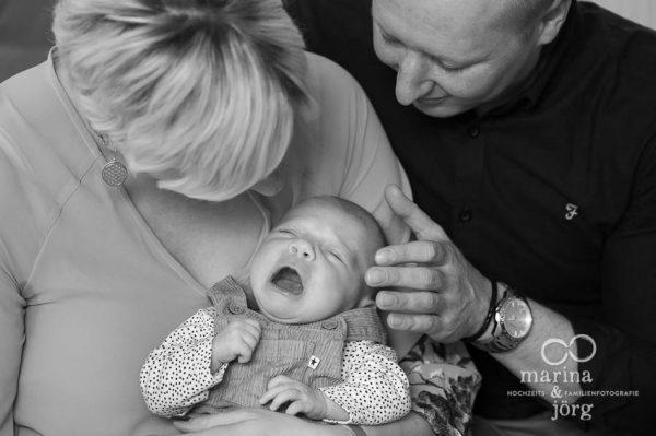 Neugeborenenfotos und Babyfotos - natürlich, ungestellt, echt. Babyfotografen Marburg
