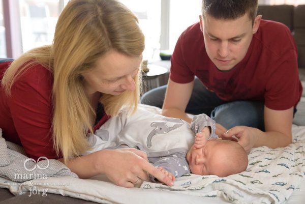 Neugeborenenfotograf Marburg: natürliche Babyfotos - ungestellt, echt, einzigartig