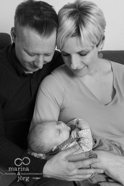 natürliche Familienfotos und ungestellte Neugeborenenfotos in Marburg - Marina & Jörg Familienfotografie