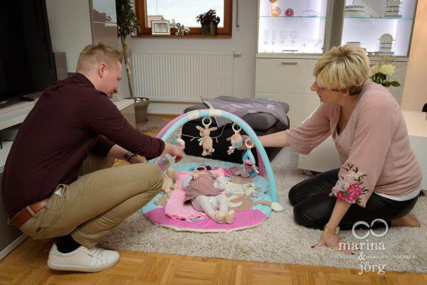 natürliche Neugeborenenfotos einer Homestory - Babyfotografen Marburg