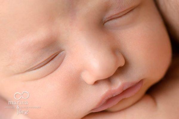 Neugeborenen-Fotograf Wetzlar: Newborn-Fotoshooting bequem zu Hause - Babygalerie Wetzlar