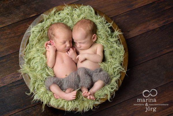 Neugeborenen-Fotograf Gießen: Baby-Fotoshooting mit Zwillingen bequem zu Hause - Babygalerie Gießen