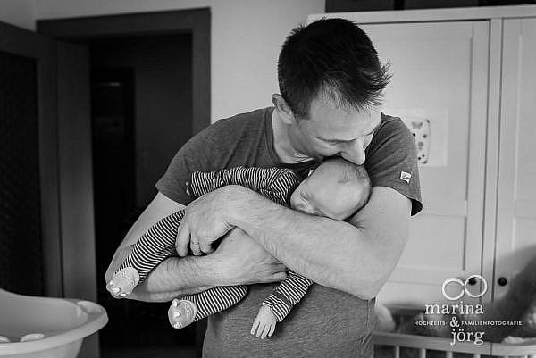 Neugeborenen Homestory in Wetzlar mit den Familienfotografen Marina und Jörg aus Gladenbach