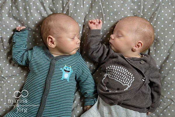 Neugeborenen Homestory mit Zwillingen in Wetzlar mit den Familienfotografen Marina und Jörg aus Gladenbach