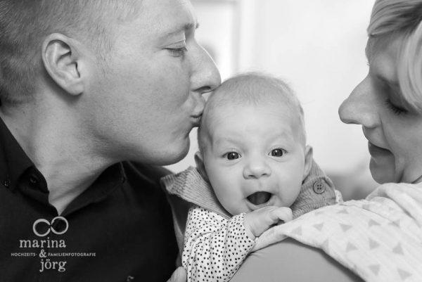 Babyfotografie Marburg - Homestory mit einem Neugeborenen - unbezahlbare Momente festhalten