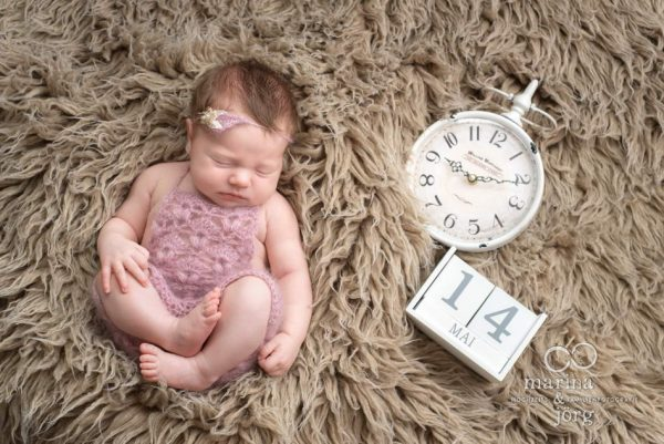 Marina und Jörg, Babyfotografen Gießen - entspanntes Newborn-Homeshooting bei einer Familie in Gießen: besondere Babyfotos