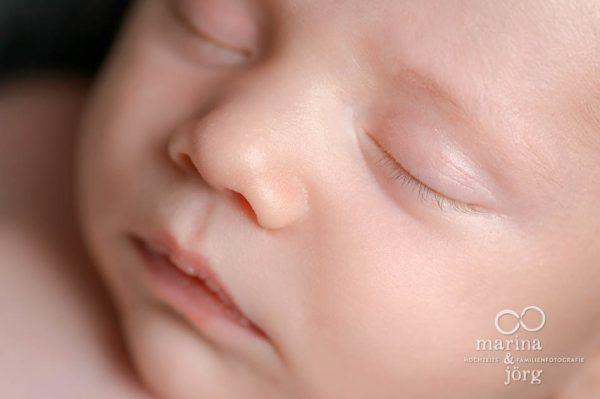 Babyfoto der Babygalerie: süßes Babygesicht - Neugeborenenfotograf Gießen