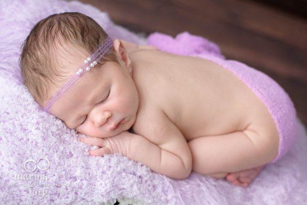 Neugeborenen-Fotografen Gießen: Baby-Fotoshooting bequem zu Hause - Foto der Babygalerie Gießen