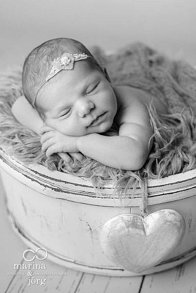 Neugeborenenfotograf Gladenbach: Professionelles Neugeborenen-Fotoshooting ganz bequem zu Hause machen lassen