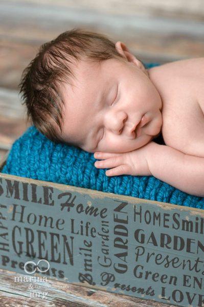 Neugeborenenfotograf Marburg: professionelles Fotoshooting ganz entspannt zu Hause - Babygalerie Marburg von Marina und Jörg