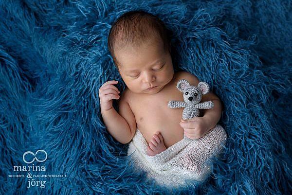mobile Neugeborenenfotografen für Marburg: professionelles Baby-Fotoshooting ganz bequem zu Hause machen lassen