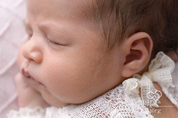 Marina & Jörg, Neugeborenenfotografen aus Gießen - moderne Neugeborenenfotos