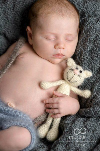 Neugeborenenfotografie Giessen: bezaubernde Neugeborenenbilder entspannt zu Hause machen lassen - Newborn photoshooting