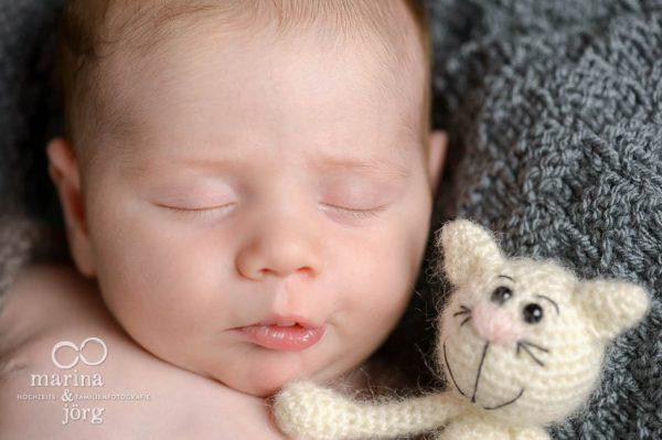 Neugeborenenfotografie Wetzlar: bezaubernde Neugeborenenbilder entspannt zu Hause machen lassen - Newborn photoshooting