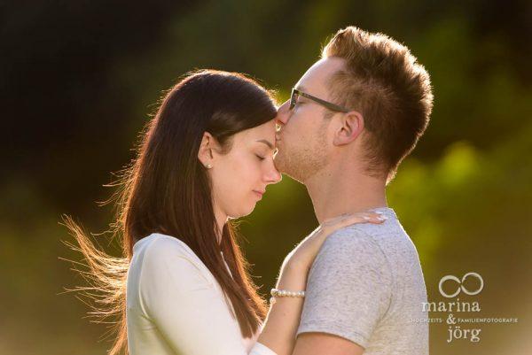Moderne Paarfotos in Marburg - Paar-Fotoshooting vor der Hochzeit (Engagement-Shooting)