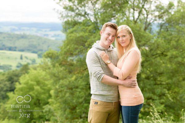 Marina und Jörg, Hochzeitsfotografen Gießen: Paarshooting bei der Burgruine Frauenberg bei Marburg - lebendige Paarfotos