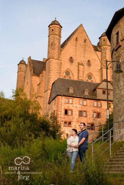 entspanntes Paarshooting im Marburger Schloß - Hochzeitsfotografen Marina & Jörg
