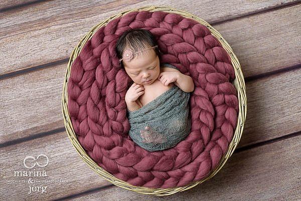 Babygalerie Marburg: professionelle Babyfotos zu Hause machen lassen