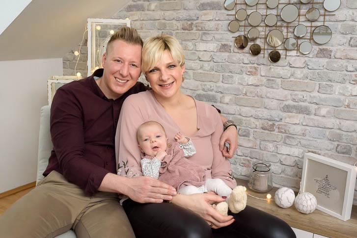 Marina & Jörg, Babyfotografen für Marburg: professionelle Familienfotos ganz entspannt und bequem bei den Eltern zuhause