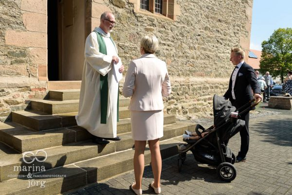 Foto Homestory einer Taufe bei Marburg: ungestellte Familienfotos - echt, lebendig, wertvoll
