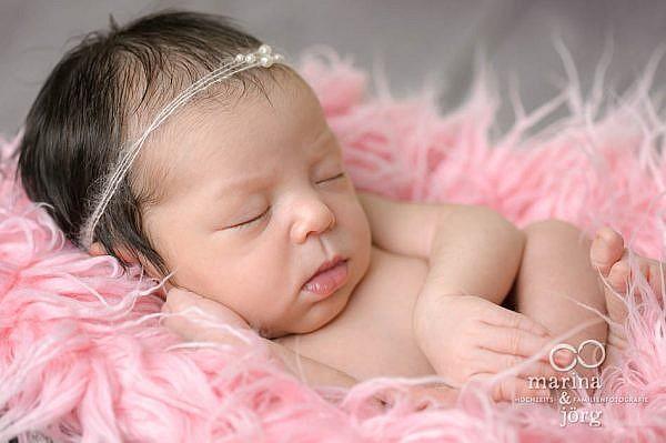 Babyfotografen Marburg: Professionelles Neugeborenen-Fotoshooting in Marburg