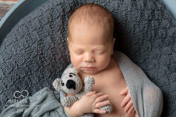professionelles Neugeborenen-Fotoshooting im Raum Gießen - ganz bequem bei den Eltern zu Hause