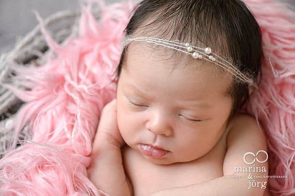 mobile Babyfotografen Marburg: Professionelles Neugeborenen-Fotoshooting in Marburg