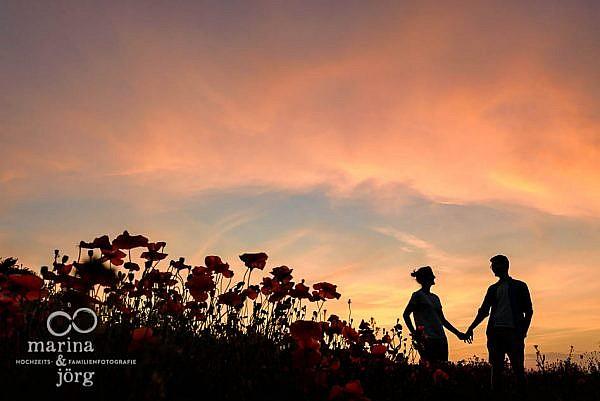romantische Paarfotos entstanden bei einem lockeren Partner-Fotoshooting in der Nähe von Marburg - Hochzeitsfotografie Marburg