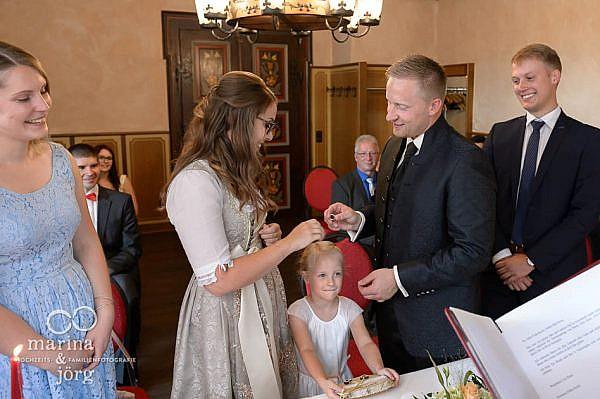 Hochzeitfotograf Gießen: Hochzeitsreportage im Standesamt der Burg Staufenberg (Malerstübchen)