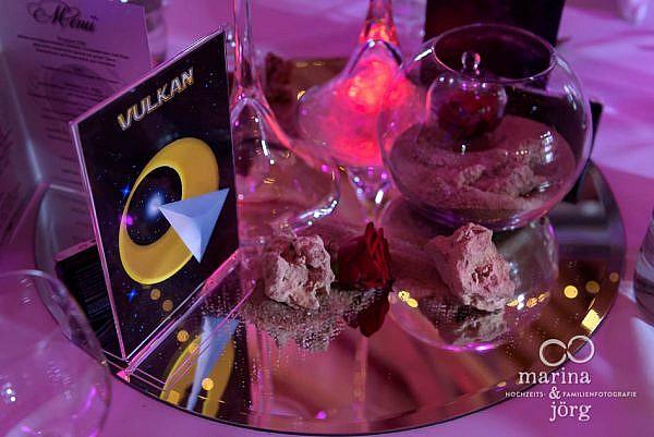 Faszinierend: Star-Trek Deko auf den Gästetischen bei einer Hochzeit in Laubach - Hochzeitsfotografen-Paar Marina & Jörg aus Gießen