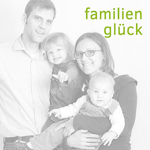 Marina und Jörg, Familienfotografen Gießen: Familienbild während einer Familienreportage (Familien-Homestory)