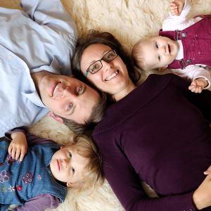 Hier geht es zu unseren Familienfotos und Kinderportraits: moderne Familienfotografie im Reportagestil, natürliche Kinderbilder