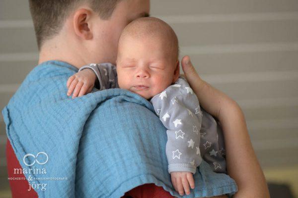 ungestellte Babyfotos von den Familienfotografen Marina & Jörg aus Gladenbach