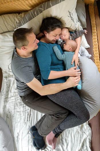 ungestellte Babyfotos entstanden bei einer Foto-Reportage / Homestory - Marina & Jörg, Neugeborenenfotografen