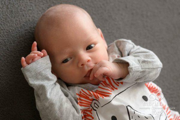 ungestellte zeitlose und echte Babyfotos - bei einer Familien Homestory geht es darum Erinnerungen festzuhalten