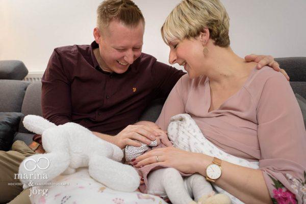 ungestellte zeitlose und echte Babyfotos - bei einer Familien Homestory geht es darum, Erinnerungen festzuhalten