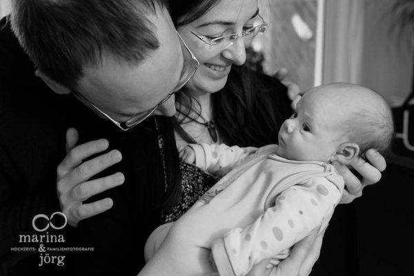 ungestellte Babyfotos entstanden bei einer Foto-Reportage bei Marburg - Homestory