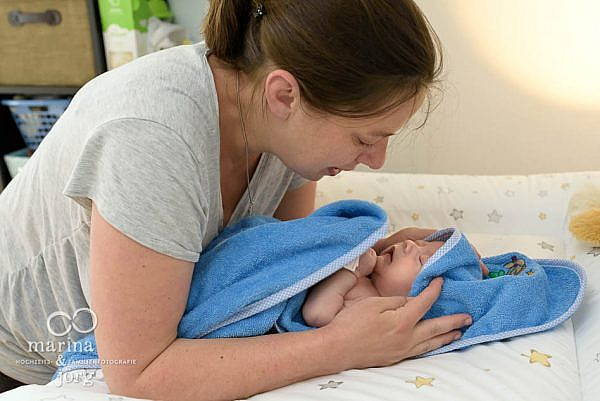 ungestellte Babyfotos entstanden bei einer Foto-Reportage bei Wetzlar - Homestory