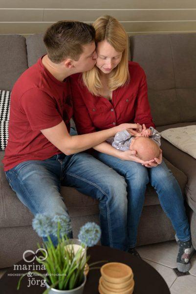 ungestellte Familienfotos in Gießen - Babyfotografen Gießen - Neugeborenenreportage